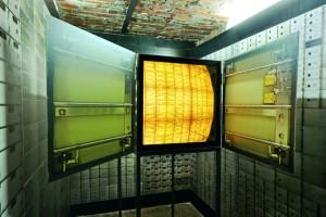 Nicolas Grospierre. The Bank, The Safe, 2009. Lightbox, mirrors, aluminium, Lambada prints, 60x60x90cm