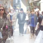 """NIÑO DE ELCHE + LOS VOLUBLE, LA SÍFILIS. Pedro G. Romero con Los Voluble y la colaboración de José Luis Tirado, 2016, 3'28''  Rodado el 5 de marzo de 2016 en la Calle Sierpes. Sevilla Voz: Niño de Elche Batería electrónica Yamaha DD5: Pablo Peña Samples, generador de ruido y DVJ: Los Voluble  Palmero y loop: Raúl Cantizano Sevillana sampleada: Curro de Jerez (guitarra) y Francisco Palacio Ortega """"El Pali"""" (voz)"""